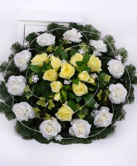 Okrúhly smútočný veniec z ruží