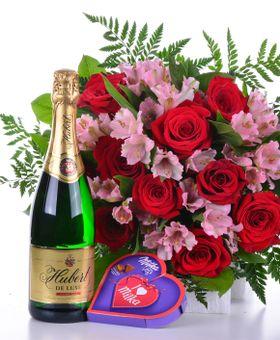 Kytica červených ruží so sladkým prekvapením